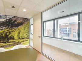 Assen MAKZ Mondzorg TWIN Glazen Systeemwand Praktijk Tandarts Intermontage