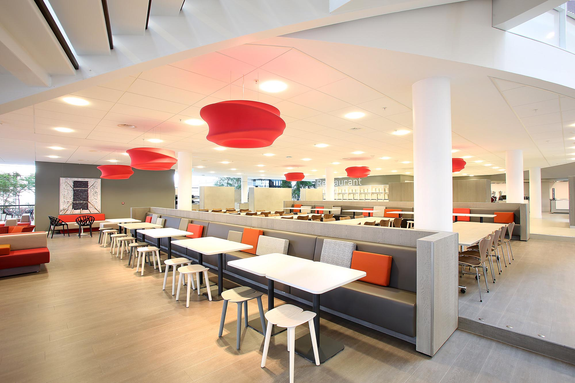 Ronde Design Banken.Bank Intermontage Systeemplafonds En Maatwerk Interieurbouw
