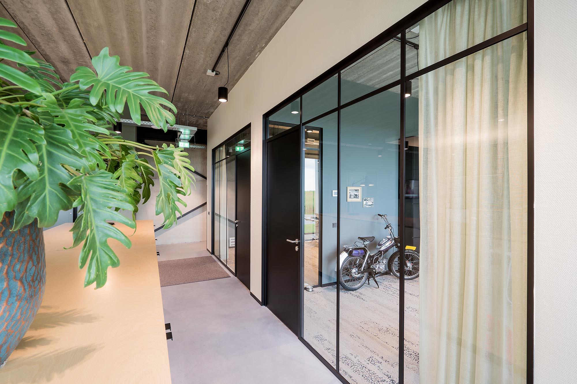 Classic Frame Glaswand met Profielen Vlakverdeling Kantoor Intermontage