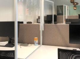 Mobiele schermen COVID-19 werkplek afscheiding Intermontage